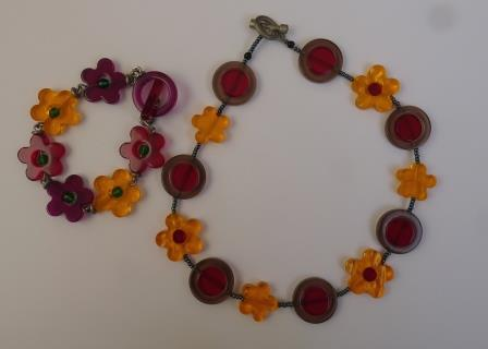 Jewellery_Flower necklace and bracelet
